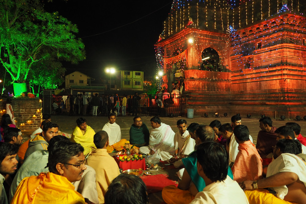 Temple Pandits performing the evening pooja during the Shiva Ratri